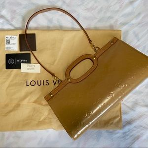 Louis Vuitton Noisette Vernis Roxbury Drive